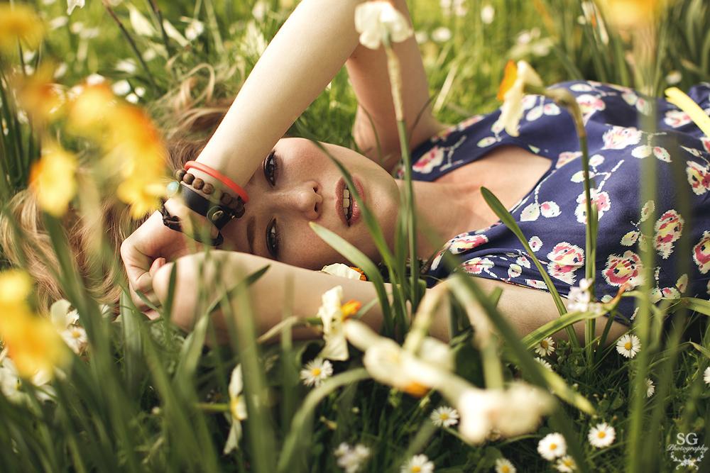 Frühling, Sonne, Blumen und ein strahlendes lächeln